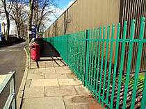 2000mm high green powder coated palisade fencing with rounded top fence pales